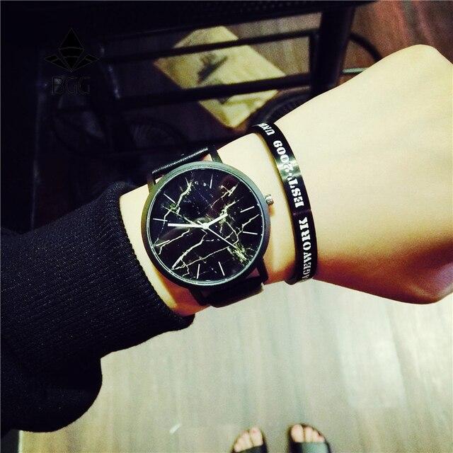 Британский стиль Мрамор Часы Лидер продаж 2016 года модные мраморность в полоску Творческий кварцевые часы Для мужчин Для женщин Наручные часы Настоящая кожа часы