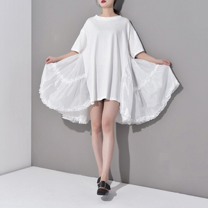 Image 4 - [EAM] 2020 חדש אביב קיץ צוואר עגול חצי שרוול קפלים פיצול משותף Loose Oversize גדול גודל שמלת נשים אופנה גאות JS7910