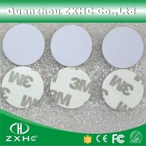 Image 1 - (10 stücke) RFID 125 KHz 25mm T5577 Aufkleber Wiederbeschreibbare Klebstoff Münze Karten Tag Für Kopie Runde Form PVC Material