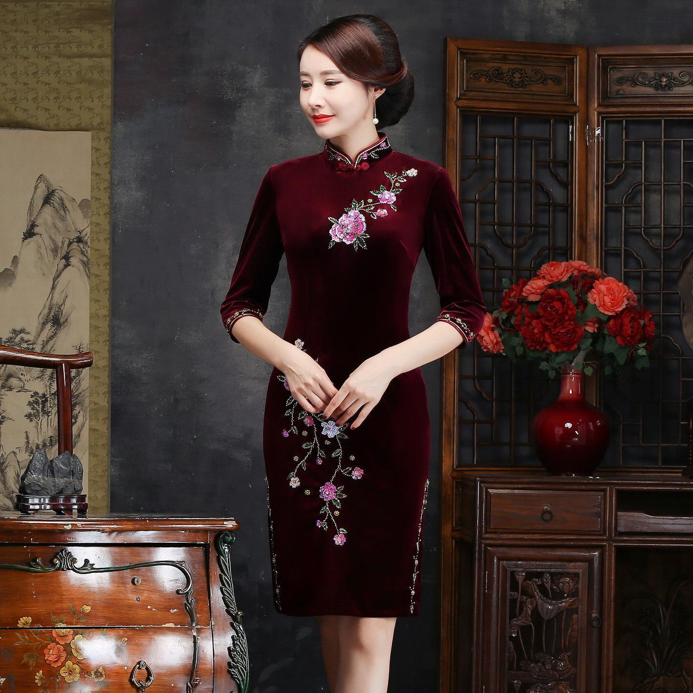 Осень зима для женщин вышивка Qipao пикантные высокие разделение Cheongsam Oversize 3XL 4XL Винтаж ручной работы и пуговицы платье Vestiidos - Цвет: Burgundy Short