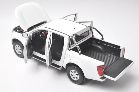 118 diecast modelo para nissan navara np300