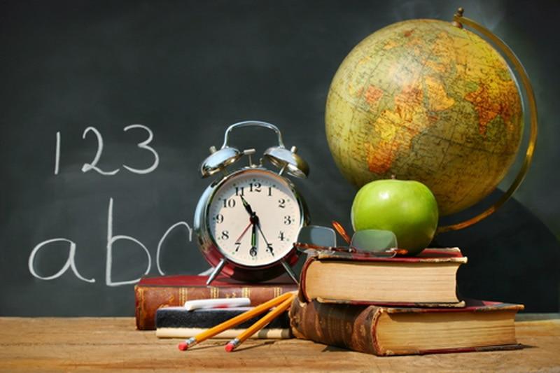 Открытка к дню учителя с глобусом