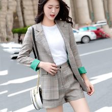 2 sets of 2018 spring and autumn new women's Korean fashion casual plaid suit jacket + slim shorts set two-piece(China)