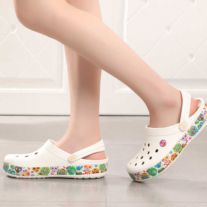 ed31b1dbb2d871 2018 Slip on Casual Garden Girls Clogs Waterproof Shoes Women Classic Nursing  Clogs Hospital Women Work