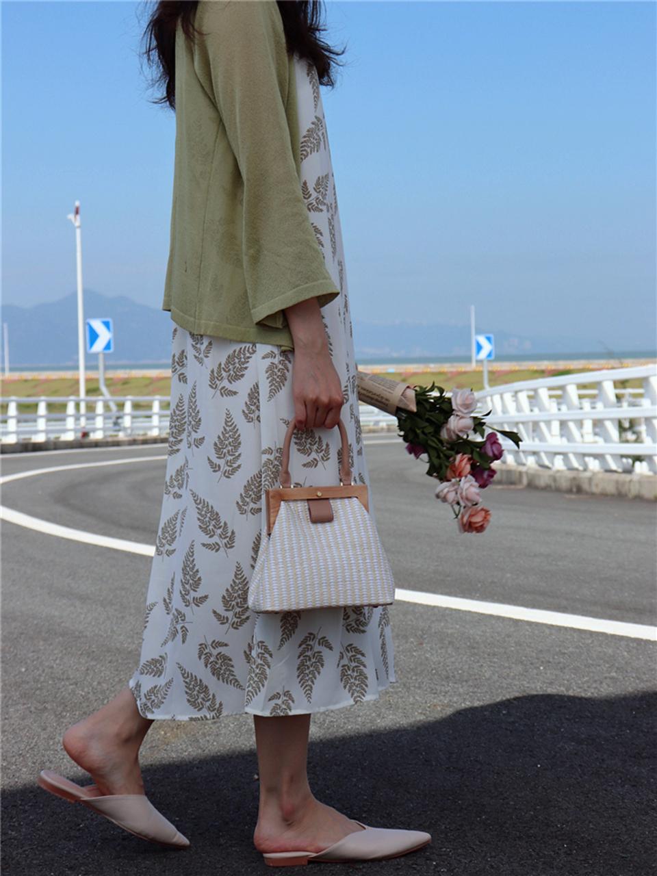 Oswego Straw Bag 2019 New Fashion Wooden Clip Women Shoulder Bag Summer Travel Beach Bag Luxury Handbags Women Bags Designer 12