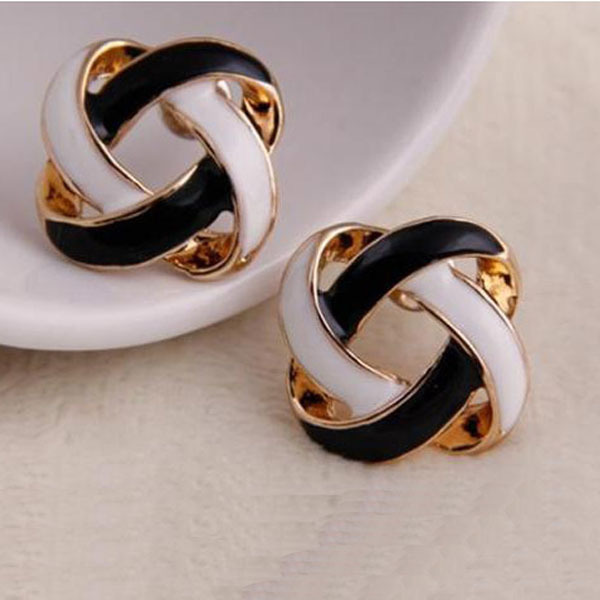 Women Vintage Hollow Earrings