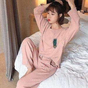 Image 3 - Conjunto de pijama de primavera para mujer, ropa de dormir bonita con piña impresa, de manga larga con cuello redondo, ropa informal holgada