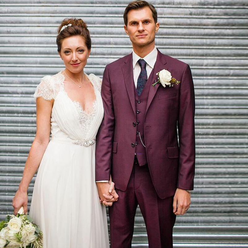 2017 New Custom Made Fashion Burgundy Tuxedo Mens Wedding Suits