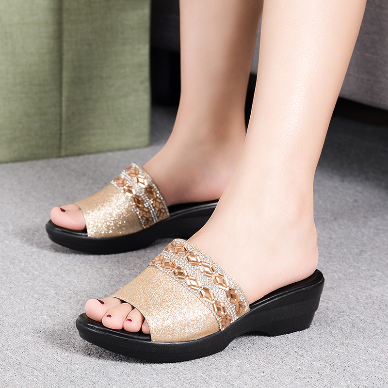 Sequins Mid-heeled Slippers 2018 New Mother Shoes Leather Sandals Women Soft Bottom Slippers Female Summer Outdoor Shoes Sequins Mid-heeled Slippers 2018 New Mother Shoes Leather Sandals Women Soft Bottom Slippers Female Summer Outdoor Shoes