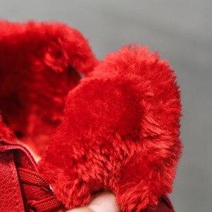 Image 4 - ילדי חורף נעלי ילדים קטנים קרסול מגפי קטיפה חם סניקרס אופנה בנות מרטין מגפי עור עמיד למים אדום ילדים מגפיים