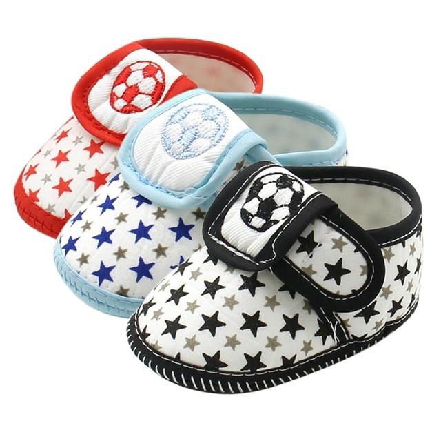 Для маленьких Обувь для малышей милые звезды Футбол мягкая подошва скольжения доказательство Обувь для младенцев кроссовки Повседневная обувь Prewalker 0-12 м