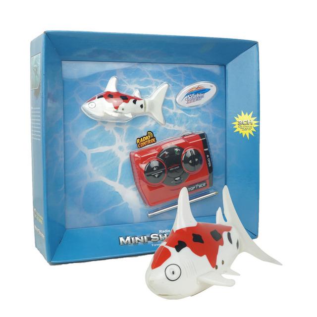 NO. 3310 de Tiburón De Plástico Juguetes Juguetes de Radio Control de Velocidad De Alimentación 2.4 V 4CH RC Modelo de Plástico Peces Juguetes Al Aire Libre para niños