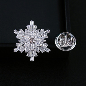 CINDY XIANG Cubic Zirconia Snowflake Collar Brooches For Women And Men Fashion Copper Pins Wedding Jewelry Luxury Accessories