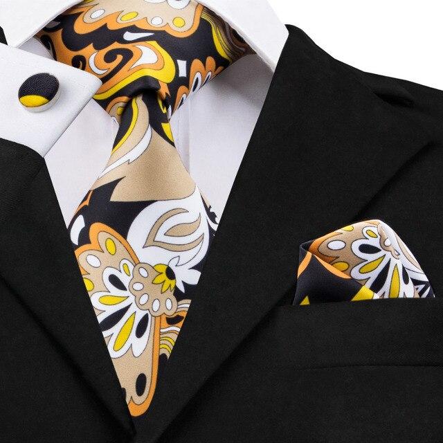 Novo Design Mens Laços Conjuntos Moda Imprimir Tie Hanky Abotoaduras 8.5 cm  de Seda Gravatás Gravatas e2184bd633