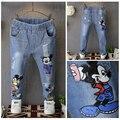 Ребенок джинсы 2017 весна модные девушки мультфильм отверстие узкие брюки мальчиков случайные длинные брюки