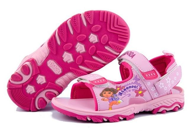 Baratos zapatos del jardín sandalias de dora, sandalias de las muchachas, dora zapatos, zapatilla de verano de natación de dibujos animados marca zapatos de la playa, sandalias de playa de color rosa