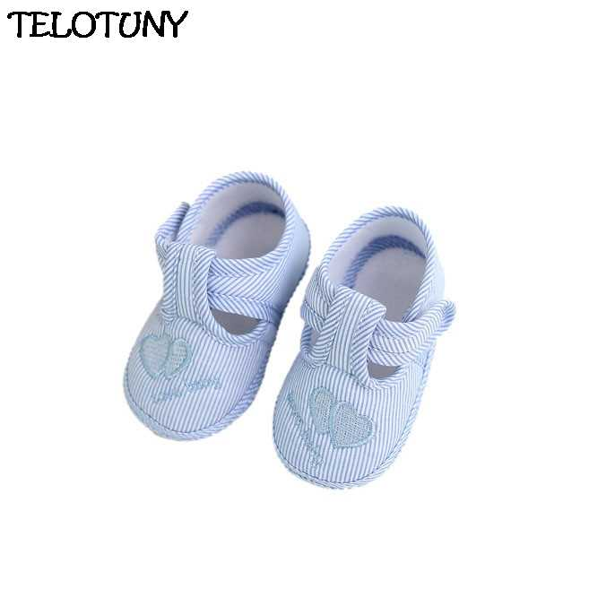 Замшевые новорожденных Для маленьких мальчиков девочек Мокасины Мягкая обувь бахрома на мягкой подошве Нескользящая кроватки первых шагов