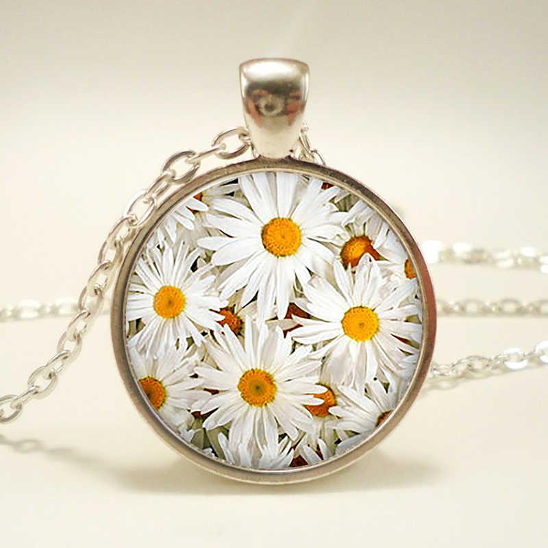Margherite ciondolo. fiori collana. fiori gioielli. regalo di compleanno, regalo di natale, cabochon in vetro pendente,