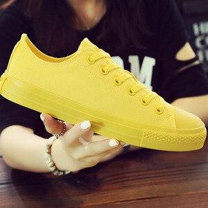 Image 1 - Chaussures en toile vulcanisées noires, blanches et jaunes pour femmes, baskets tendance, chaussures plates grande taille 35 46, collection chaussures décontractées