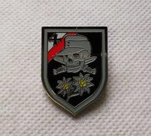 الحرب العالمية الثانية ألمانيا الجيش إديلويس شارة غطاء معدنية السيف الجمجمة عبرت شارة
