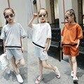 Детская одежда девушки летом 2017 шорты устанавливает мало подростковые спортивные костюмы костюмы белый orange серый дети новый летний одежда наборы