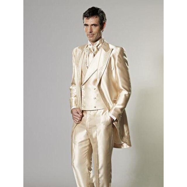 2017 Nuevo estilo personalizado hecho novio decoración esmoquin dorado padrino  hombres boda trajes mejor traje para 8f9a0707f3c