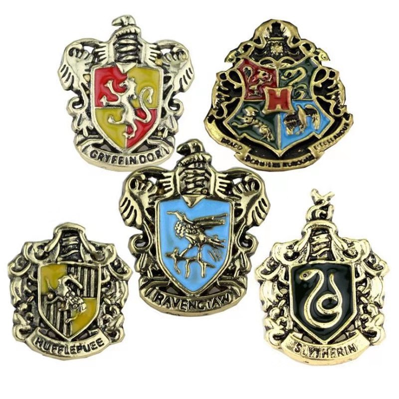Hogwarts School Badge Pins Brooch Gryffindor Ravenclaw Slytherin Hufflepuff Badge Cosplay Costume Accessory Women Fashion Brooch