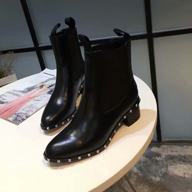 2018 New Autumn Wiinter Shoes Woman Cow Leather Boots Rivets Med Square Heels Chelsea Boots Design Woman Cozy Short Boots Tide2018 New Autumn Wiinter Shoes Woman Cow Leather Boots Rivets Med Square Heels Chelsea Boots Design Woman Cozy Short Boots Tide