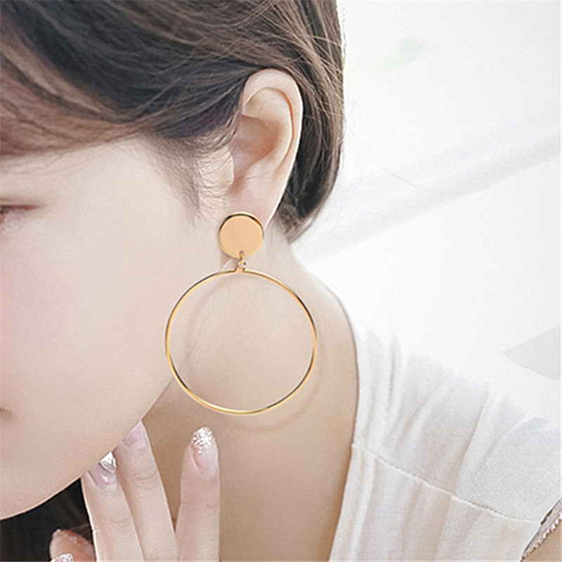Wholesale fashion circle Gold earrings simple metal Round earrings Girl's popular earrings EE881
