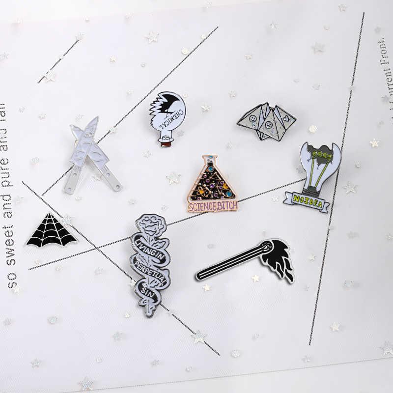 Панк Эмаль значок Броши кинжалы оригами лампа Паук Паутина Роза давайте спрятать химический Beaker Pin для мужчин и женщин рюкзак куртки ювелирные изделия