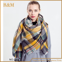 Best selling trendy style fashion tartan scarf from China
