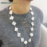Любой одежде Элегантный Нерегулярные барокко натуральным жемчугом длинное ожерелье галстук жемчужно-белые и золотые бусины Серьги 60 см дл...