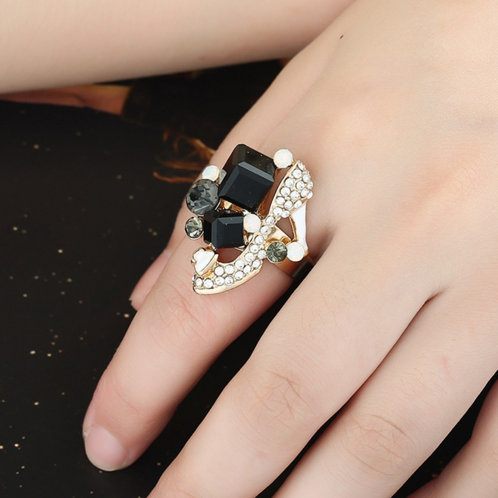 Exaggerated Personality Female Fashion Temperament Crystal Diamond Ring Outside 8 Color