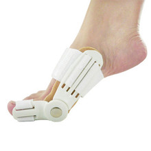 цена на 2Pcs Big Toe Separator Hallux Valgus Orthopedic Bone Finger Pedicure Corrector Splint Correction Bunion Thumb Foot Care Tool
