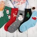 Venda quente 2017 Primavera grossas de Inverno mulheres meias Meias de Lã dos desenhos animados de Papai Noel de Natal perfeito elástico Transporte Livre 1 lote = 5 pairs