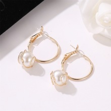 Hot Selling Korean Version of Simple Personality Earrings Retro Style Twined Pearl Lady