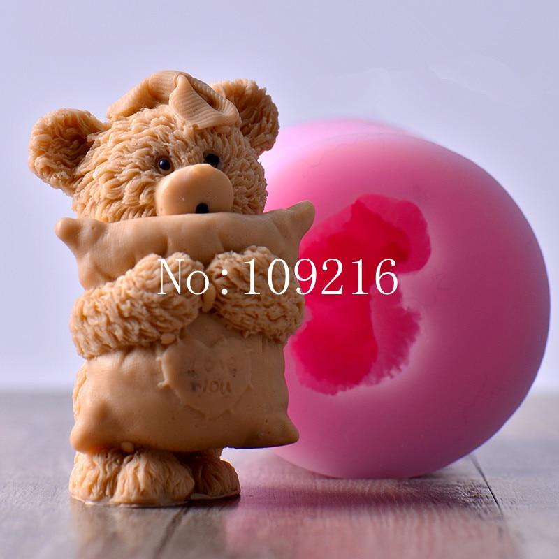 nagykereskedelem !!! 1db 7.5 * 9.8CM 3D-s kis medve párna (LZ0136) Szilikon kézzel készített szappanöntő mesterségek DIY penész