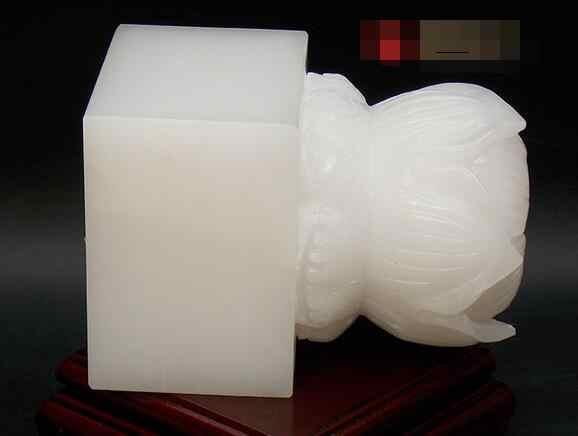 บัวขนาดใหญ่ธรรมชาติสีขาวตราประทับหยกหยกของขวัญผ้าฝ้ายฐานกล่องตัวอักษรฟรี