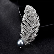 Feather Brooches Imitated Pearl For Women Gifts Rhinestone Lapel Pin Vintage Scarf Leaf Brooch Pins rhinestone artificial pearl leaf brooch