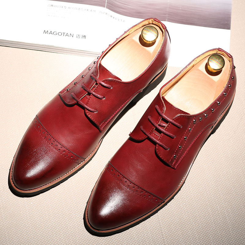 Hot British Style Men Brogue Shoes Men's Lace-up Breathable Bullock Carve Leather Shoes Pointed Toe Casual Men Shoes Size 38-43 new arrival fashion rivets men leather shoes men s lace up breathable pointed toe casual shoes low leisure man shoes size 38 44