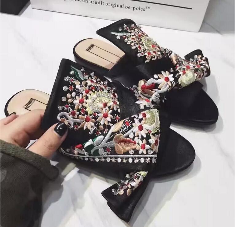 Здесь продается  Zobairou 2018 Luxury Silk Floral Embroider Female Slippers Bowtie Rhinestone Flat Slides Shoes Women Leather Gladiator Sandals  Обувь
