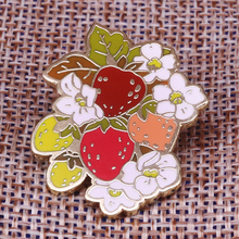 Kitsch strawberry collar pin sweet fruit brooch leaves art badge spring harvest jewelry gift women shirt jackets accessories