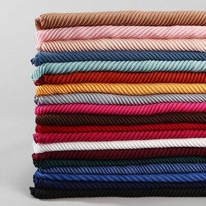 Image 2 - Модные плиссированные макси хиджабы из вискозы, мусульманский шарф, элегантная шаль, простые женские шарфы со складками, мусульманский головной платок, шали, мягкий глушитель, 1 шт.