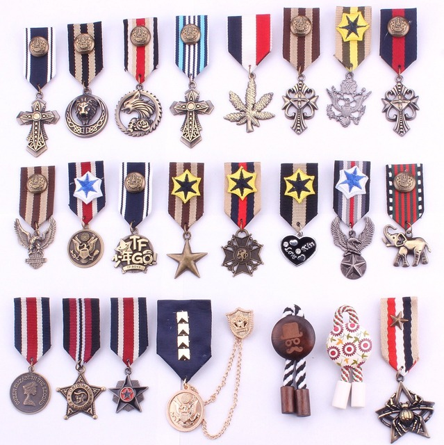 afe4c19fa US $11.26 9% OFF|New Hot 5pcs/lot Mixed Accessories Royal Preppy Navy Style  pin brooch badge embroidery epaulette tassel brooch military badge-in ...