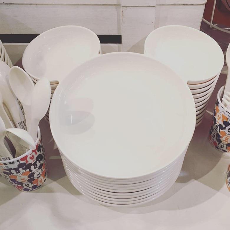 red and white dinnerware 292093929