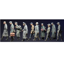 Scale Models 1 35 WW2 German captive group of 10 people WWII Resin Model Free Shipping
