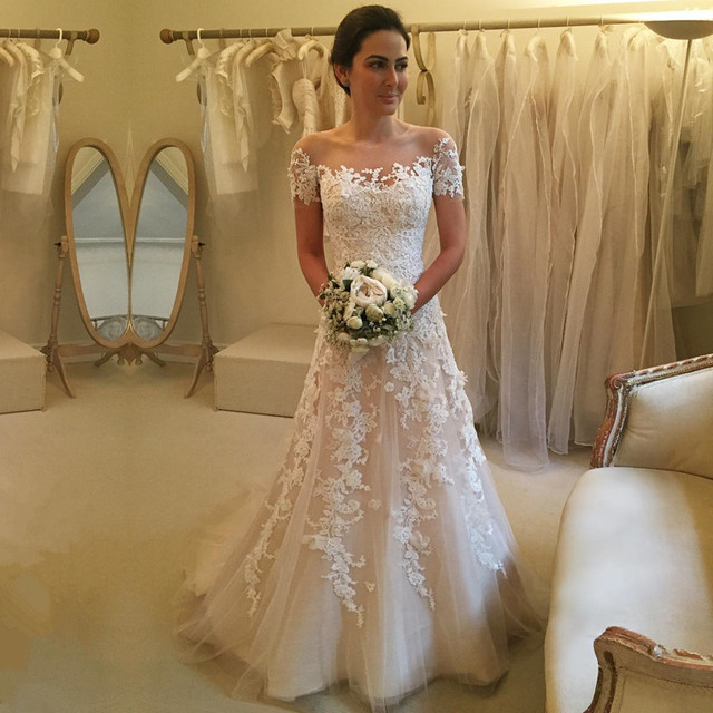 Vestido de noiva renda e perola