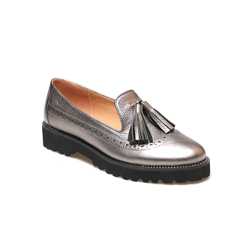 LIDIAN Spring Black genuine leather Brogue shoes flat women shoes with fringe Ladys footwear silver colorLIDIAN Spring Black genuine leather Brogue shoes flat women shoes with fringe Ladys footwear silver color