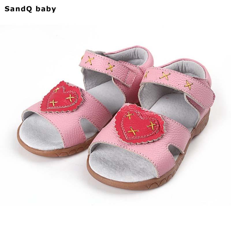 ddb1345ba جلد طبيعي الفتيات الصنادل 2019 الصيف الأطفال الأحذية للفتيات القلب على شكل  صنادل أطفال تنفس الفتيات حذاء الأميرة