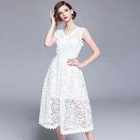 Белоснежное платье с кружевом
